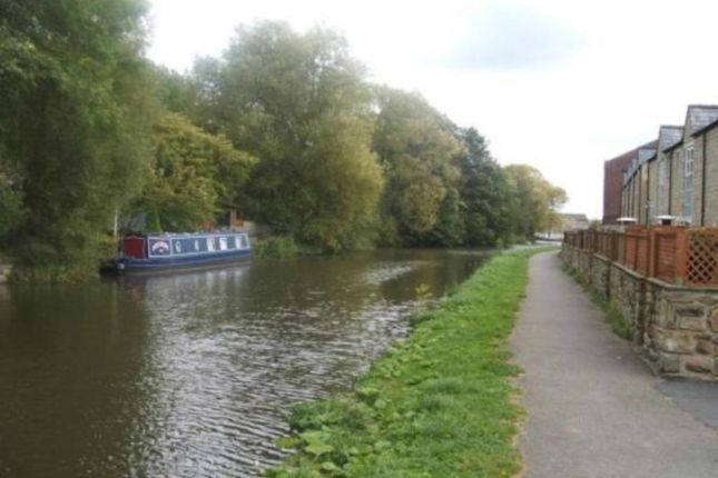 Thumbnail Town house to rent in Canal Road, Riddlesden, Keighley