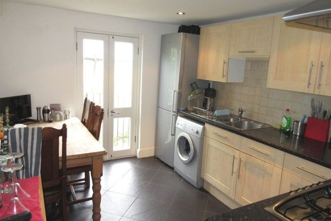 3 bed flat to rent in Hatchard Road, London