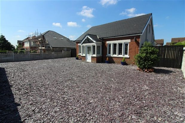 Thumbnail Bungalow for sale in Common Edge Road, Blackpool