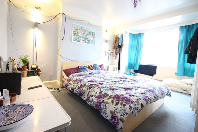 Thumbnail Room to rent in Elmcroft Drive, Surbiton