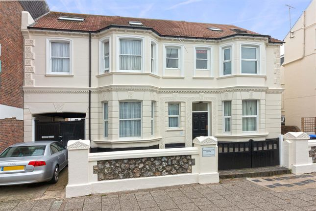 Thumbnail Flat to rent in Winterbourne House, Rowlands Road, Worthing