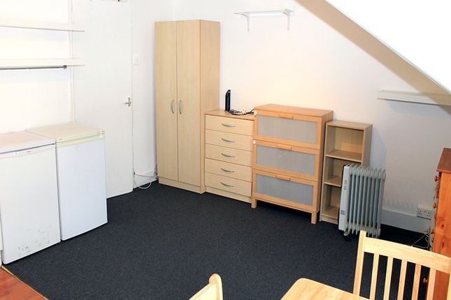Studio to rent in Bowes Road, Palmers Green, London
