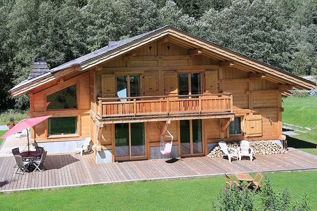 Chalet for sale in Les Bossons, Chamonix, French Alps, France