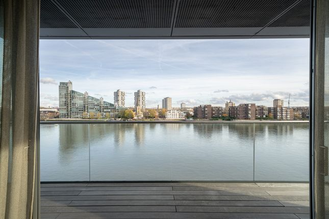 Thumbnail Flat for sale in Chelsea Waterfront, London