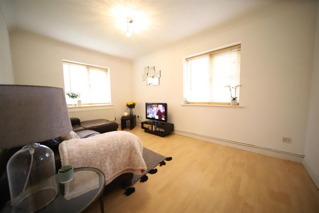 Thumbnail Flat to rent in Galloway Close, Broxbourne