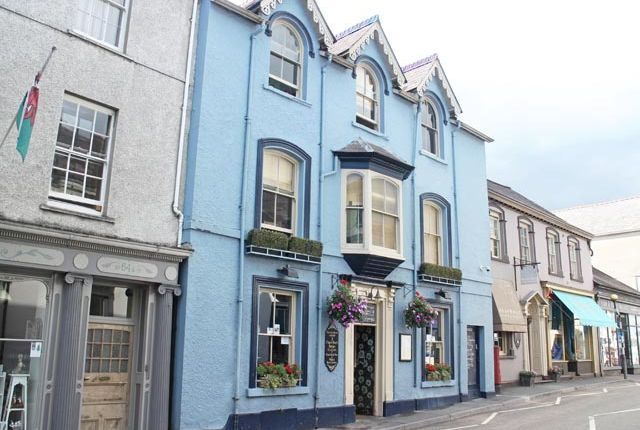 Thumbnail Pub/bar for sale in Llandeilo, Carmarthenshire