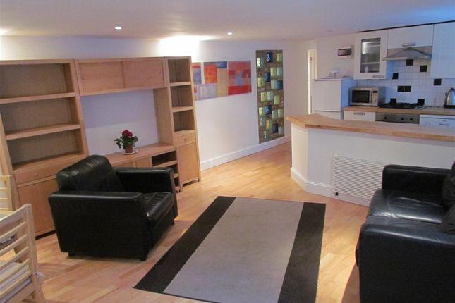 Thumbnail Flat to rent in Marriott Road, Barnet EN5,