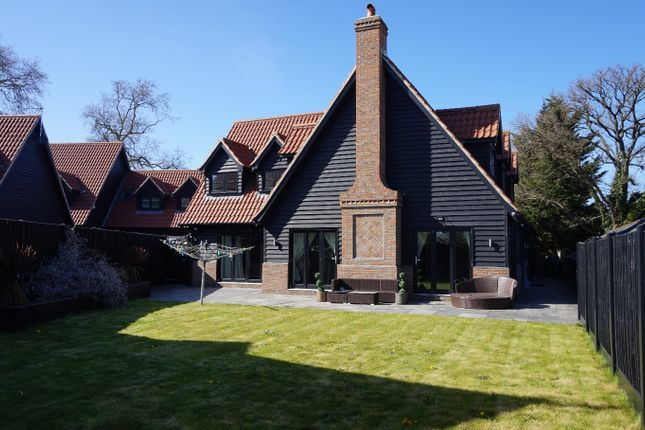 4 bed detached house to rent in London Road, Stanford Rivers, Ongar, Essex CM5