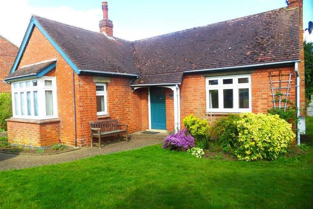 Thumbnail Bungalow to rent in Theydon Avenue, Woburn Sands, Milton Keynes