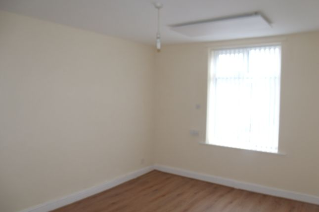 Thumbnail Flat to rent in Bewley Street, Hollins, Oldham