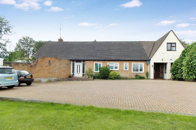 Thumbnail Detached bungalow for sale in Bath Road, Frome