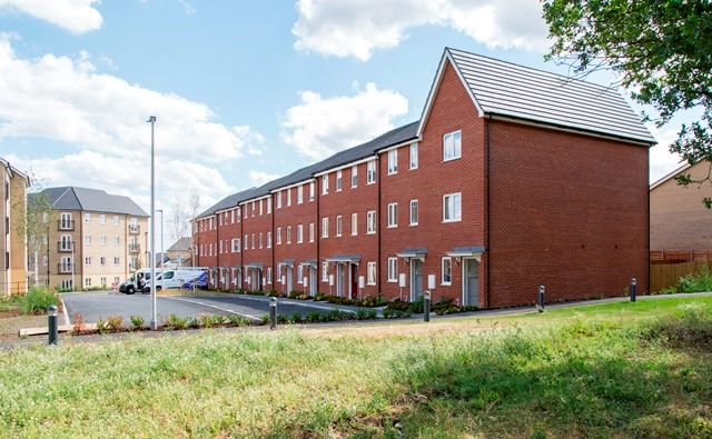 Thumbnail Flat for sale in Oaklands Hamlet, Chigwell