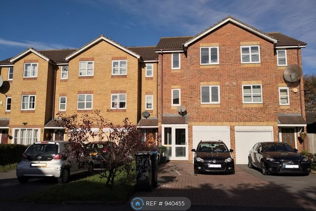4 bed terraced house to rent in Donald Woods Gardens, Surbiton KT5