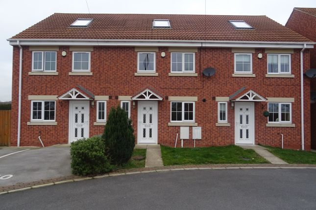 4 bed town house to rent in Glaisdale Court, Laughton Common, Dinnington S25