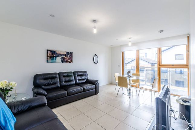 Thumbnail Flat to rent in Streamlight Tower, Canary Wharf