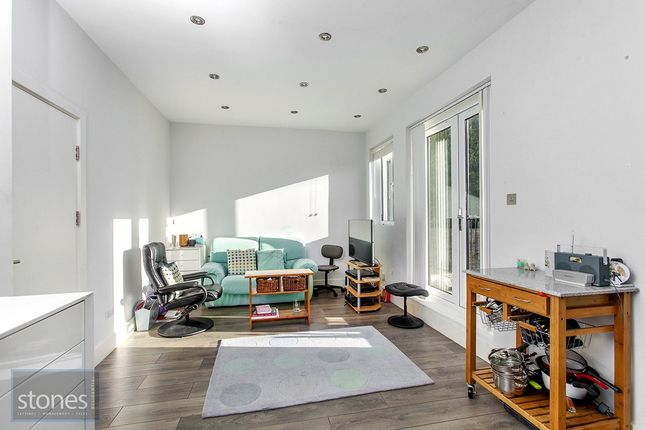 Flat to rent in Lily Court, 41 Holden Road, Woodside Park, London
