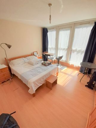 Thumbnail Room to rent in Beachcroft Way, London