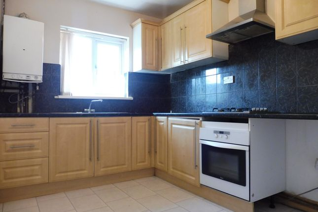 Thumbnail Flat to rent in Redmarle Road, Leicester