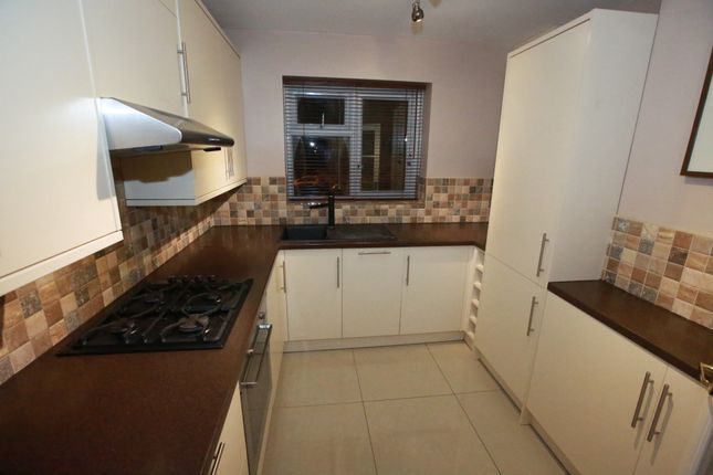 2 bed flat to rent in Elm Tree Close, Northolt / Greenford