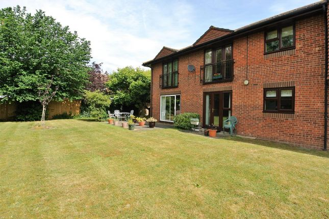 1 bed flat for sale in St Georges Court, St. Georges Road, Addlestone KT15