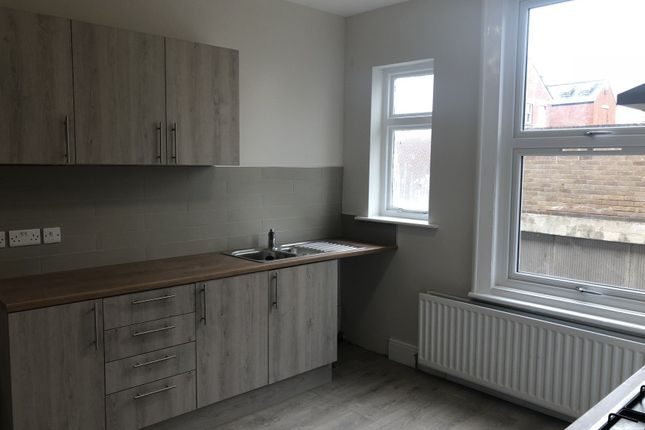 Thumbnail Triplex to rent in Glossop Road, Sheffield