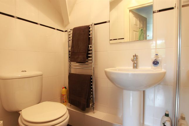 Ensuite of Clydeview, Bothwell, Glasgow G71