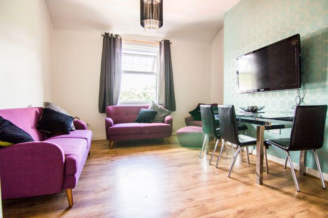 Thumbnail Flat to rent in Flat 5, 16 Headingley Lane, Hyde Park