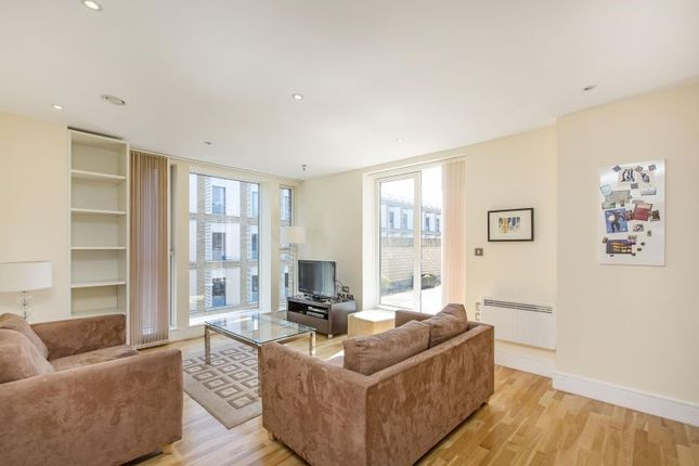2 bed flat to rent in Great Suffolk Street, London SE1