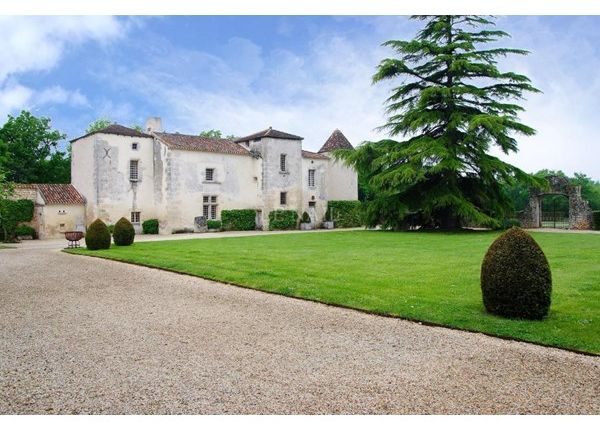 Thumbnail Property for sale in 16000, Angouleme, Fr