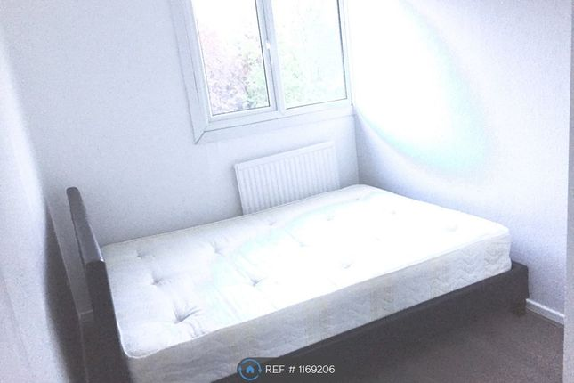 Thumbnail Maisonette to rent in Acacia Road, London