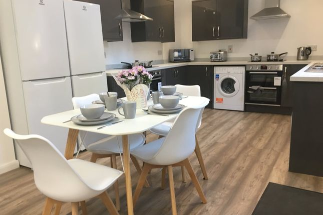Thumbnail Shared accommodation to rent in Walton Houses, Grafton Street, Failsworth, Manchester