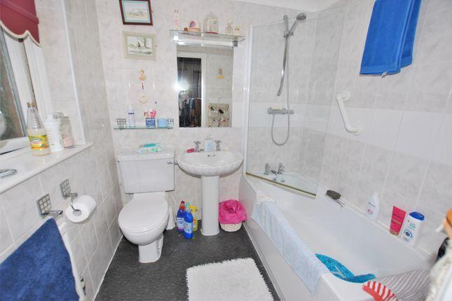 Bathroom of Hillside Street, Hythe CT21