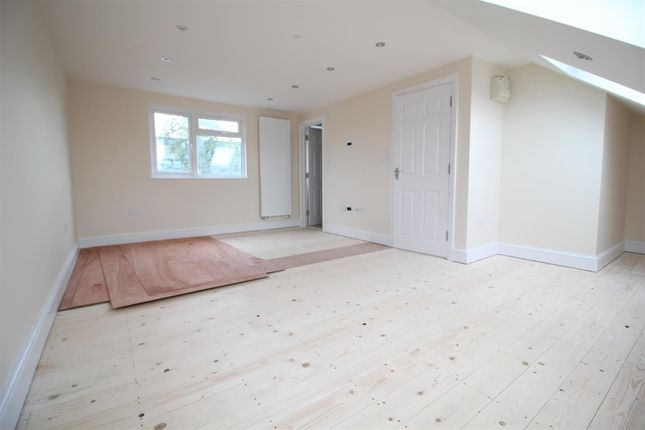 Thumbnail Semi-detached house to rent in Doghurst Avenue, Harlington, Hayes