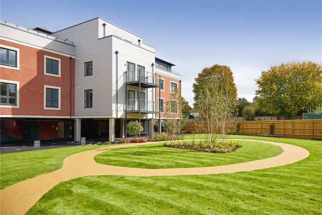 Thumbnail Flat for sale in Vicinia, Postal 1, Deanfield Avenue, Henley-On-Thames, Oxfordshire