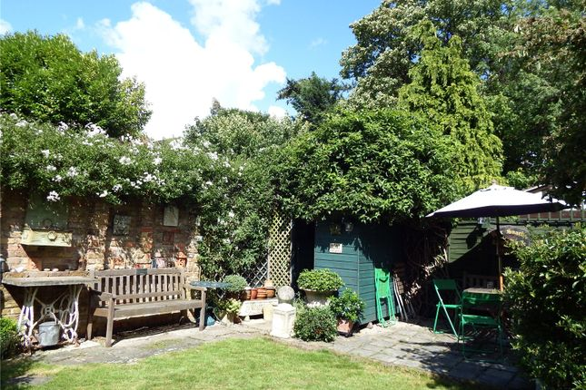 In Summertime of Rectory Lane, Wallington SM6