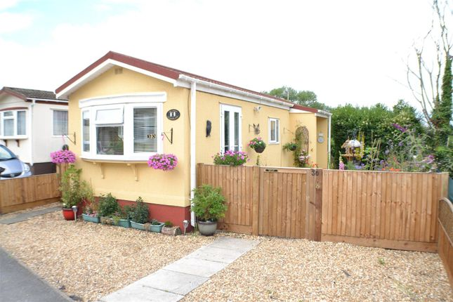 2 bed mobile/park home for sale in Meadow Park, Sherfield-On-Loddon, Hook