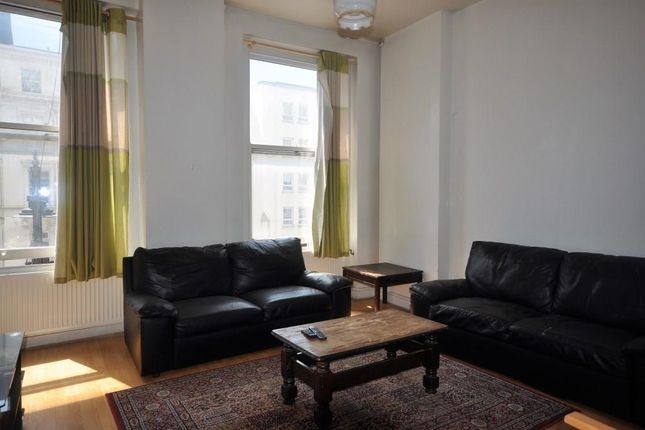 2 bed flat to rent in Cromwell Road, Kensington