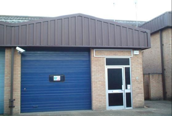 Thumbnail Pub/bar to let in Unit 36 Robert Cort Industrial Estate, Britten Road, Reading