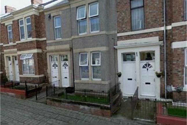 Thumbnail Flat to rent in Brinkburn Avenue, Bensham, Gateshead, Tyne And Wear