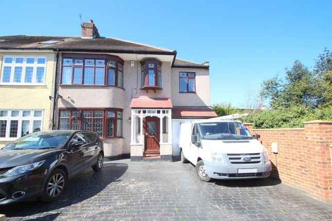 5 bed property to rent in Chester Avenue, Upminster RM14