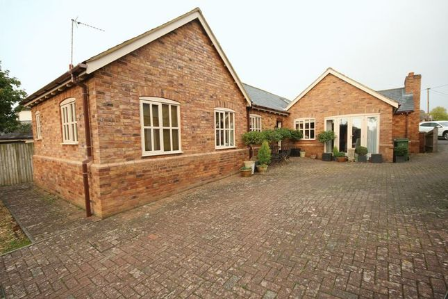 Thumbnail Detached bungalow to rent in The Green, Little Horwood, Milton Keynes