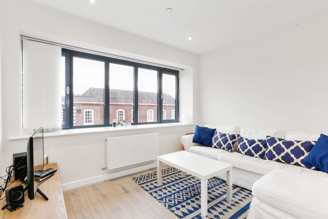 Thumbnail Duplex to rent in Baring Road, Beaconsfield