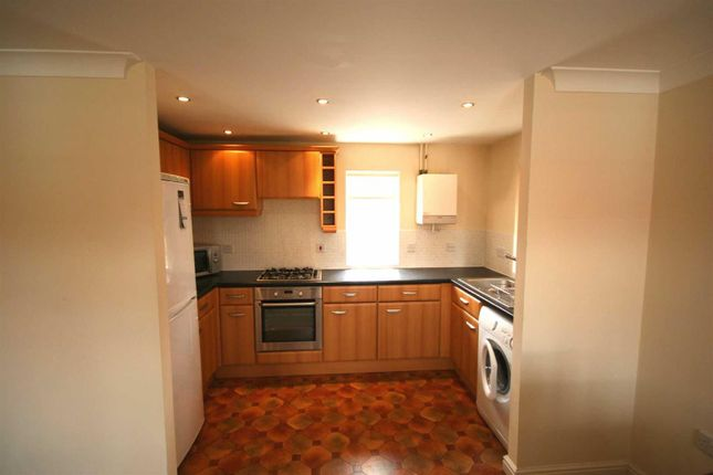 Thumbnail Flat to rent in Narrow Hall Meadow, Chase Meadow Square, Warwick