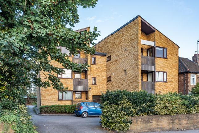 2 bed flat for sale in Oakleigh Road South, New Southgate, London N11