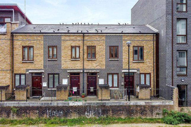 Limehouse Cut E14