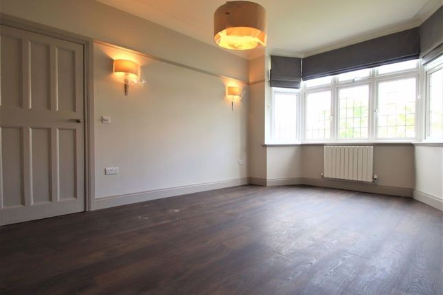 4 bed semi-detached house to rent in Finchley Way, London N3