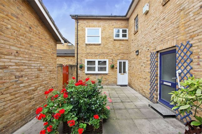 Thumbnail Terraced house to rent in Scovell Crescent, London