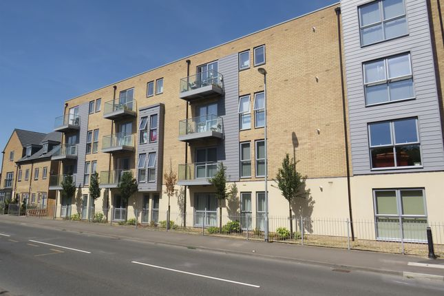 Thumbnail Flat for sale in Holly Acre, Dunstable