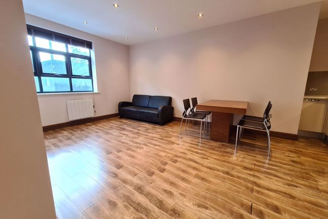 Flat to rent in Flat, Finsbury Park, London