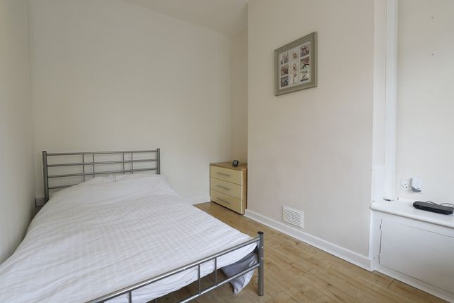 Thumbnail Room to rent in Thistleberry Avenue, Newcastle-Under-Lyme